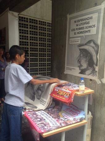 """Posters that read """"Neither hopes nor utopias, we, the poor, are the horizon"""" were distributed at the philosophical summit of the poor (Photo: TeleSUR)."""