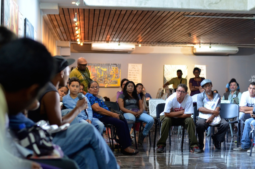 """The event´s invitation was succinct but effective: """"Let's think about ourselves together."""" (Photo: teleSUR)"""