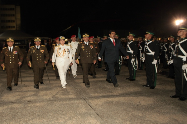 Maduro with admiral-in-chief and newly appointed interior justice minister Carmen Melendez (center left) at the Fuerte Tiuna Military Academy in Caracas, on Monday night. (Correo del Orinoco)