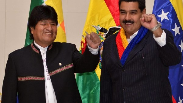 Bolivian president Evo Morles (left) and Venezuelan president Nicolas Maduro (La Prensa / EFE)