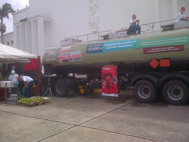 A 12,000 litre VAT of papelón (sugarcane and lemon) juice completed the record breaking Christmas dish.