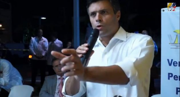 Leopoldo Lopez addressing supporters in El Arepazo Venezuelan restaurant in Miami, Florida. (VEPPEX)