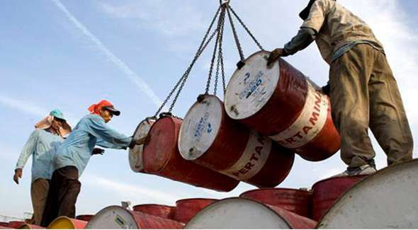 The price of Venezuelan heavy crude dove from $99 per barrel in June to about $69 last week. (AVN)