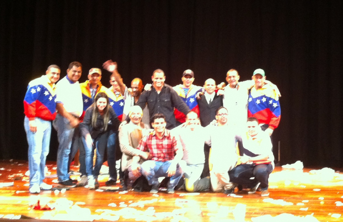 """The theater group from the Penitentiary Community of Coro performed """"The King of the Dumpster"""" at the National Theater as a part of the Festival of Penitentiary Theater organized by the Ministry of Popular Power for Penitentiary Services (MPPSP).  (PHOTO: VA.com)"""