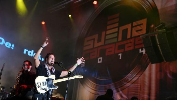 Horacio Blanco, the leader of the group Desorden Publico, during Saturday's performance in the Suena Caracas festival (agencies)