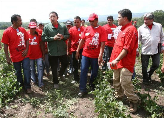 Chavez visits El Maizal in 2009. (Aló Presidente)
