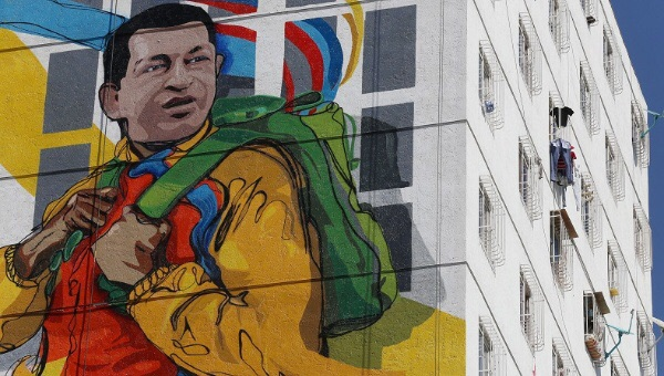 A massive mural of late Venezuelan President Hugo Chavez is seen on the wall of a new housing building built by the Venezuelan government, Feb. 8, 2015. | Photo: AVN