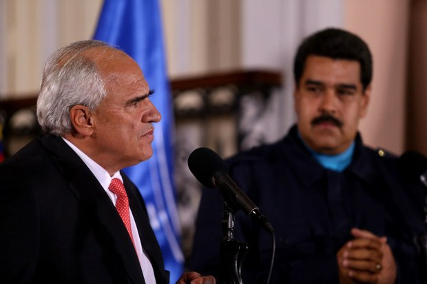 UNASUR General Secretary, Ernesto Samper, with Venezuelan President, Nicolas Maduro (VTV).