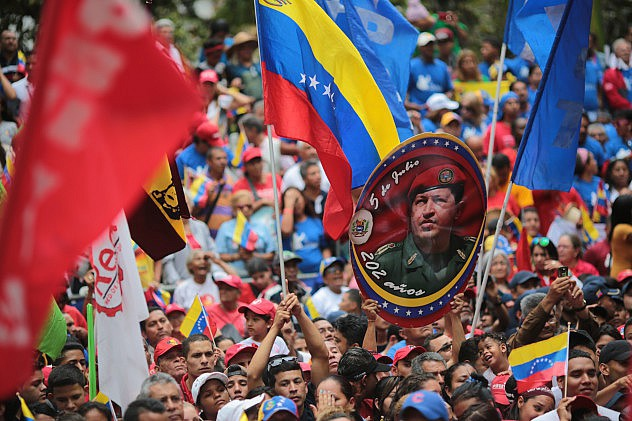 Venezuelans gather in Plaza Bolivar on March 5th, 2015. (AVN/Presidential Press)