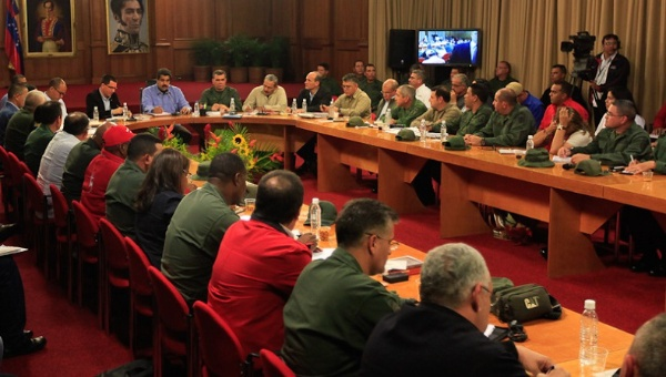 President Nicolas Maduro made the debt announcement on Monday during a meeting in the presidential palace March 16, 2015 (Photo: Venezuelan Presidential Press)