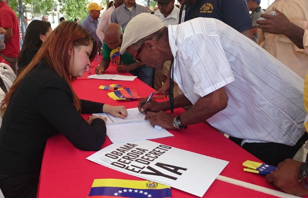 One of the signing points in Caracas (CorreodelOrinoco)