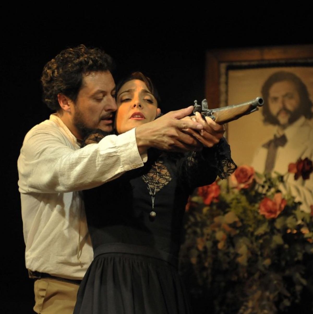 "Venezuelan theatre company, Dramart, brought the public their version of Anton Chekhov's ""The Bear"".  (UstrubalBriceno)"