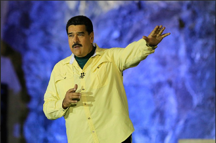 Maduro stated that those found to be involved in illegal activities would be removed from the state housing complexes, after 9 men were killed in a gun attack on Sunday. (Prensa Presidencial)