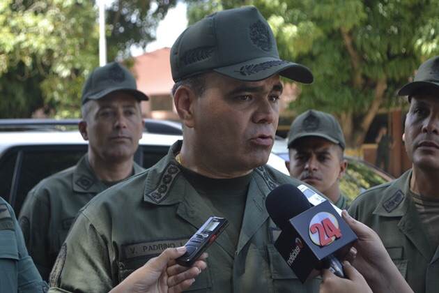 "Venezuelan Defense Minister Vladmir Padrino Lopez announces the sentencing of 8 airforce officials implicated in last year's ""Operation Jericho"". (Credit: Noticias 24)"