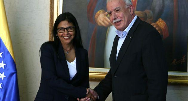 Palestine's Riyad al-Maliki with Delcy Rodriguez (AVN)