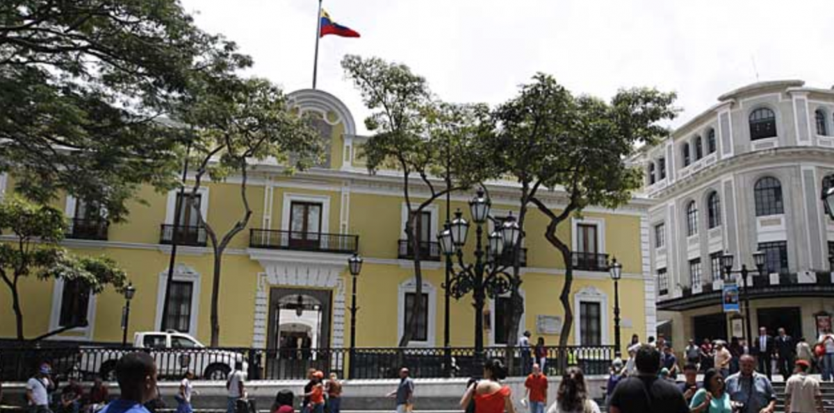 Venezuela's Foreign Ministry issued a press release yesterday calling for a diplomatic solution with Colombia (Ultimas Noticias)