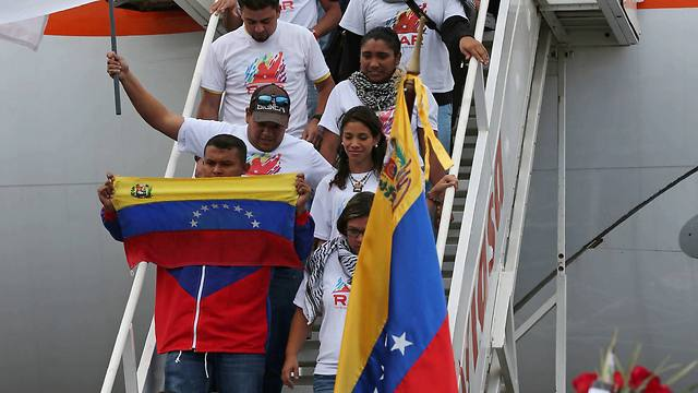 Palestinian students arrive in Venezuela (AP)