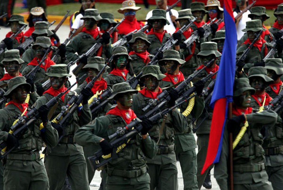 """The armed forces: an essential part of the Bolivarian revolution's """"civic-military"""" alliance. (albaciudad)"""