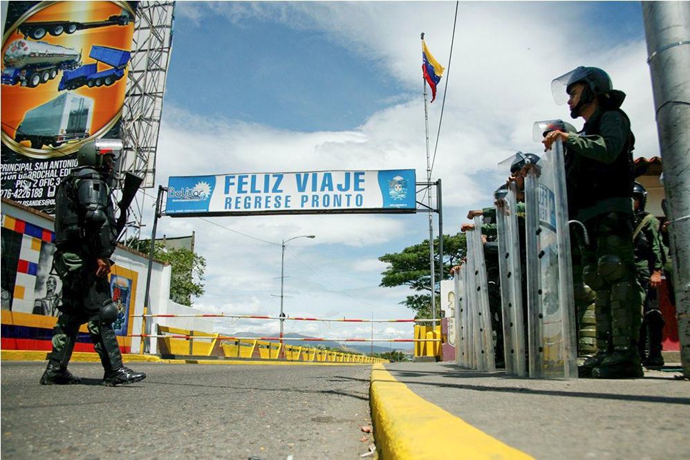 The attack of two soldiers caused Venezuelan president Nicolas Maduro to close the International Simon Bolivar bridge (pictured) which connects San Antonio del Tachira (Venezuela) with Villa del Rosario, Santander (Colombia). (Photo: Reuters)