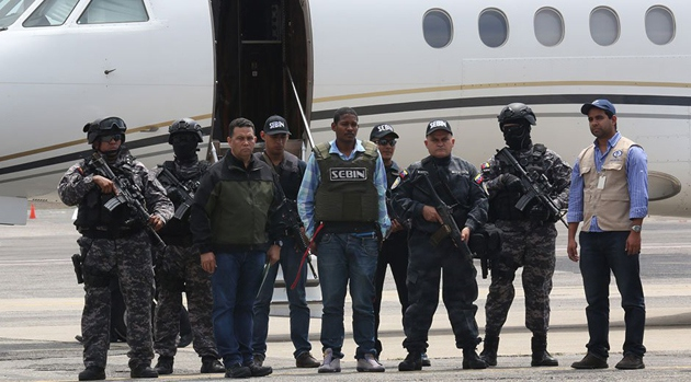 Leiver Padilla arriving in Venezuela following his extradition from Colombia (AVN)