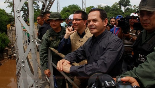 Venezuela's Vice President Jorge Arreaza (L) supervises security operations in the border with Colombia. (VTV)