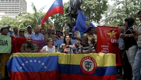 Venezuelan government officials announce the launch of the registration program. (AVN)