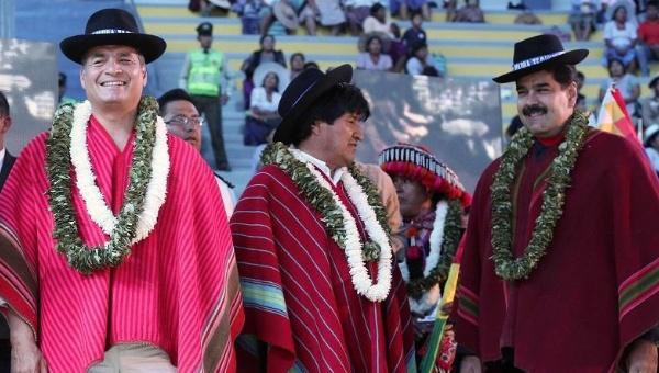 Ecuadorean President Rafael Correa (L), Bolivian President Evo Morales (C), and Venezuelan President Nicolas Maduro (R) greet the crowd at the climate change summit in Bolivia on Oct. 12, 2015. (Ecuadorean Presidency)