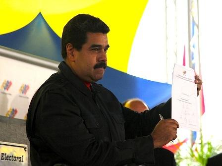 Venezuelan President Nicolas Maduro signed the CNE pledge on Monday. (CNE)