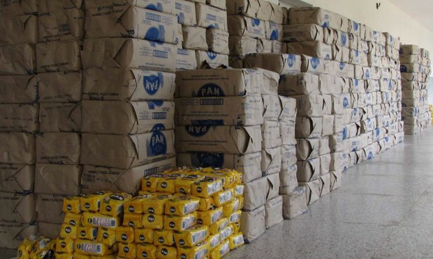 On Saturday, a cache of 30 tons of corn flour were uncovered by Venezuelan Armed Forces officials in Zulia state as part of anti-contraband operations along the Colombian border. (archives)