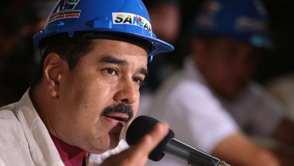 Maduro asked construction workers and engineers to work harder in order to save his mustache. (Photo: EFE)