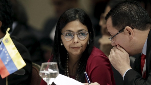 Venezuela's Foreign Minister Delcy Rodriguez (L) attends the Summit of Heads of State of Mercosur, Paraguay, Dec. 21, 2015. (Reuters)
