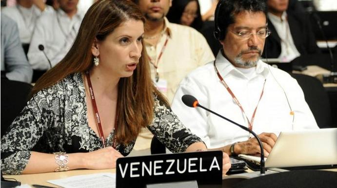 Venezuela's chief envoy to the COP21, Claudia Salerno, address the COP (entornointeligente).