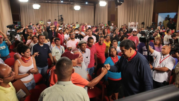 After the electoral loss, Maduro called for street assemblies and meetings to reflect on changes needed and make proposals. (AVN)