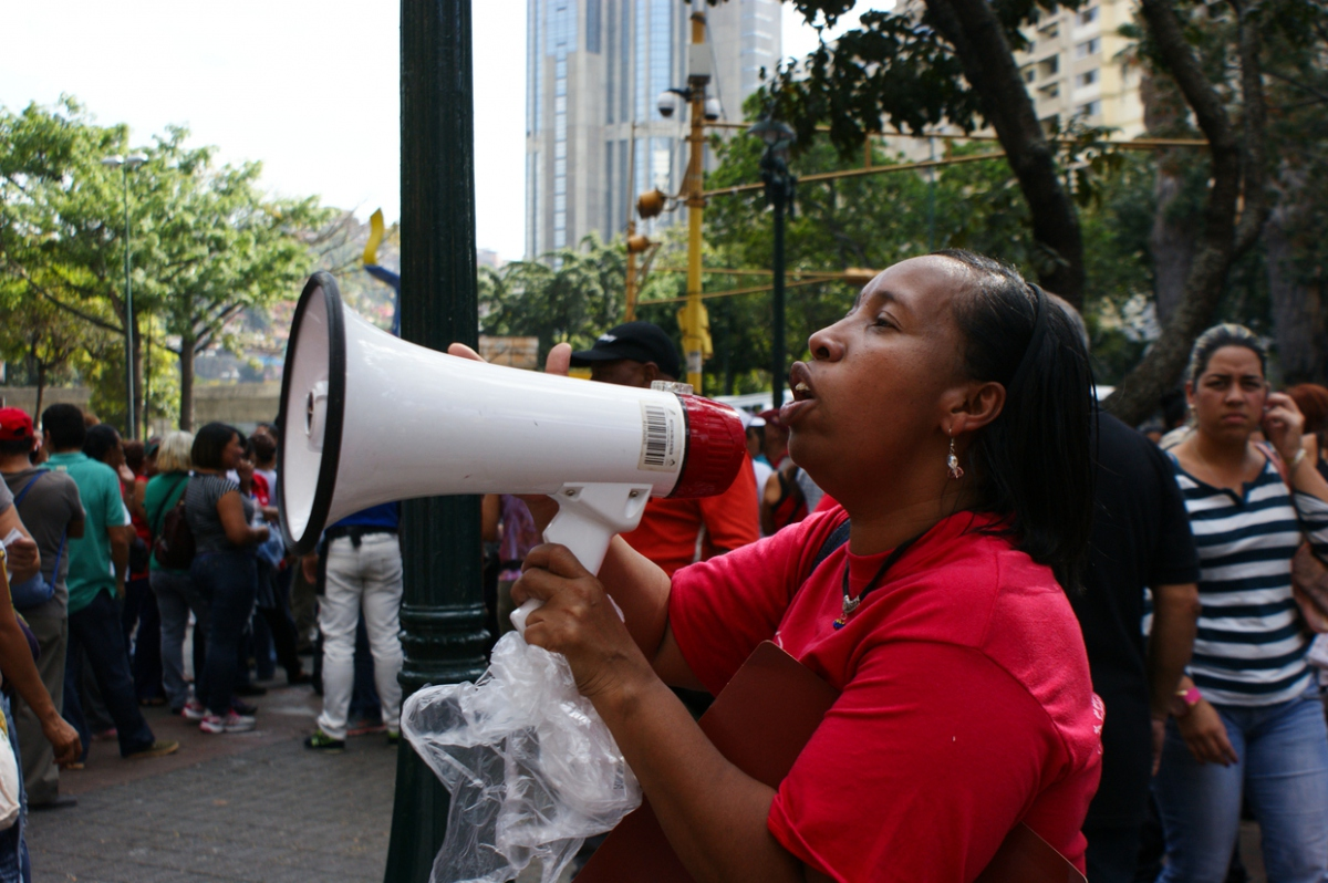 """Chants from the march included: """"I don't want shows or games, these houses were built by Chavistas"""" and """"Build and organise the popular movement!""""  (Jonas Holldack - Venezuelanalysis.com)"""