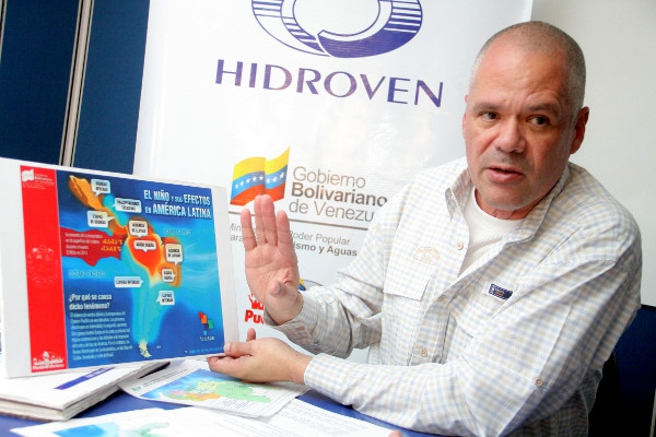 Ecosocialism and Water Minister Ernesto Paiva explains the effects of climactic phenomenon El Niño in Venezuela. (Photo: Hector Rattia- Correo del Orinoco)