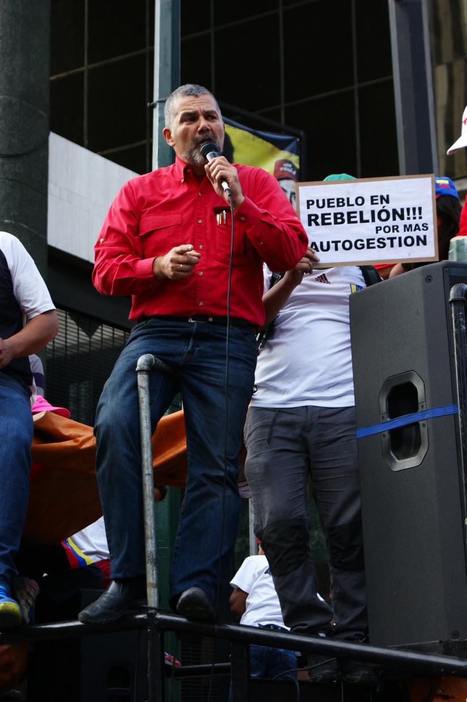 Legislator for the PSUV (United Socialist Party of Venezuela) and former Housing Minister, Ricardo Molina, addresses the rally  (Jonas Holldack - Venezuelanalysis)