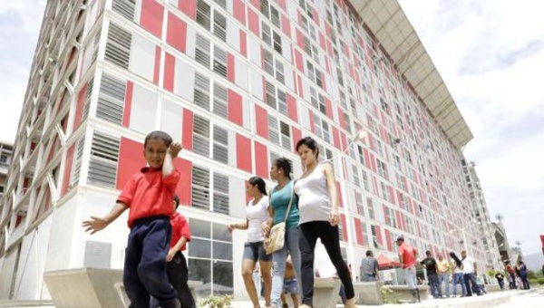 Venezuela's Great Housing Mission has built 1 million homes since 2012 (telesur)