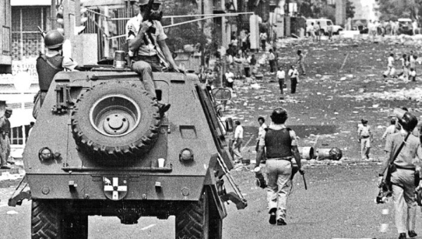 The Venezuelan government deployed military personnel to the streets to repress the popular rebellion that began on February 27th, 1989. (archive)