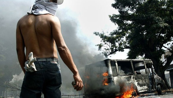 An anti-government protester during the 2014 protests in Venezuela. (EFE)