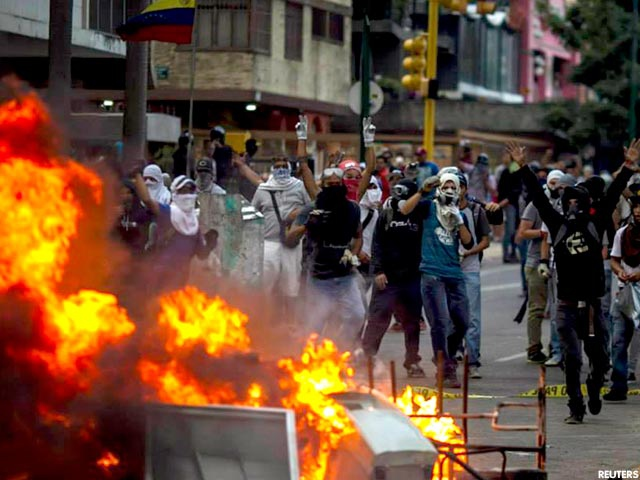 Protesters burning barricades during 2014's guarimbas (Reuters).