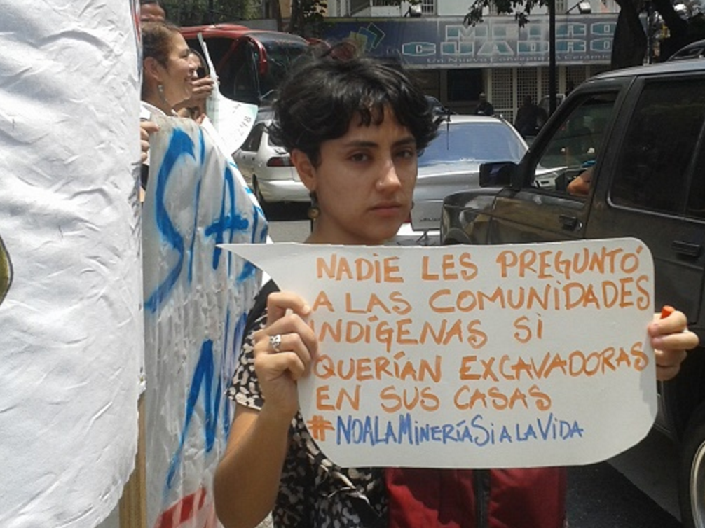 """Nobody asked indigenous communities if they wanted excavators in their houses"". A sign from Thursday's demonstration (Aporrea)."