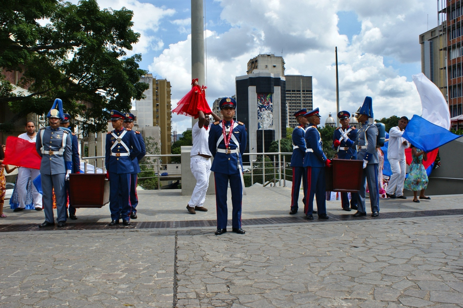 The remains of the two artists were laid to rest with military honours (Jonas Holldack/Venezuelanalysis)