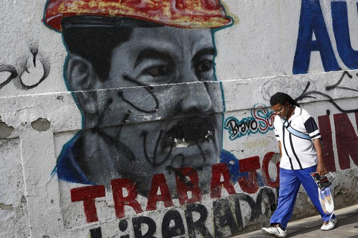 Venezuelan President Nicolas Maduro's possibilities for staying in power may depend on whether or not his government takes action on the country's exchange rate. (REUTERS/Carlos Garcia Rawlins)