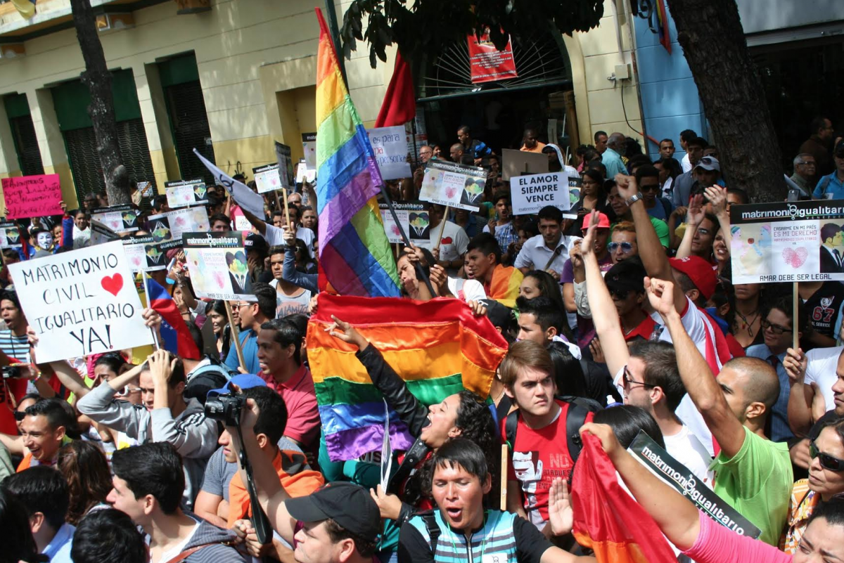 Social movements mobilize outside the National Assembly in Caracas as they deliver their legislative proposal for same sex civil marriage in 2014 (Paola Martucci).