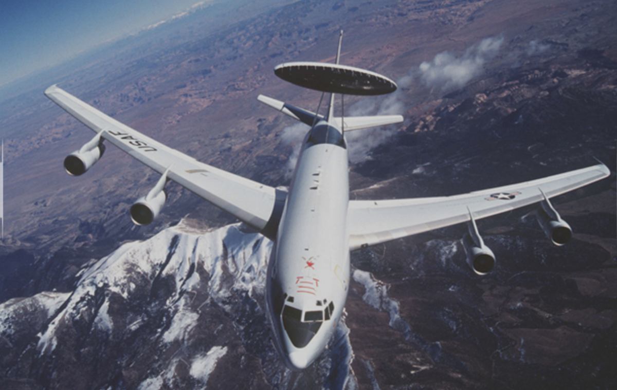 A US Boeing 707 E-3 in flight (Courtesy: US Airforce).