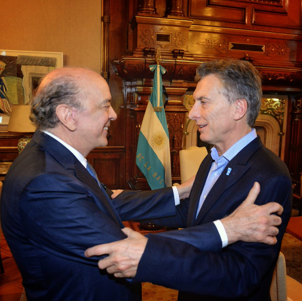 Argentinian President Mauricio Macri receives Brazil's interim foreign minister, José Serra, in Buenos Aires (Mauricio Macri/Twitter).