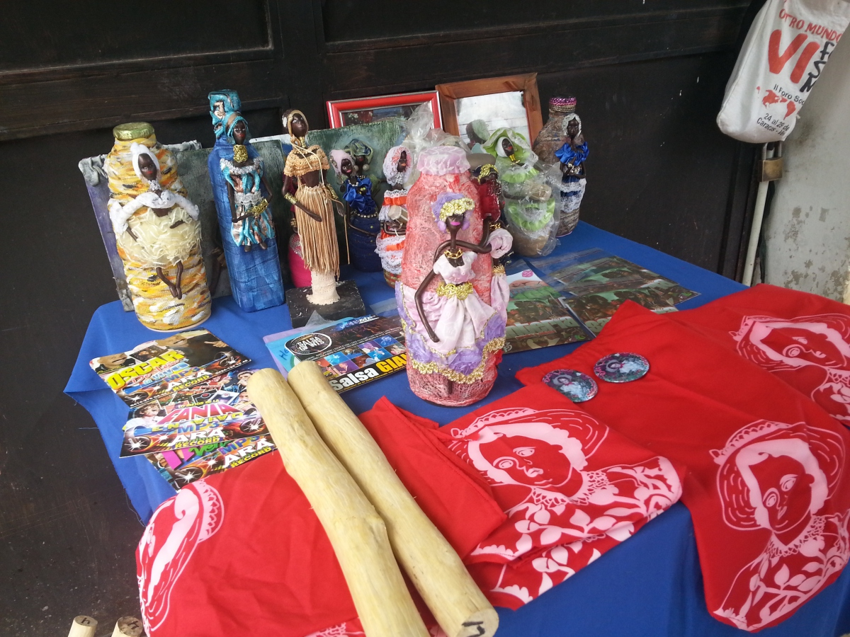 Vendors sell variety of San Juan related paraphernalia and other commemorative goods including dolls, miniature drums, bandanas and flags (Jeanette Charles/Venezuela Analysis).