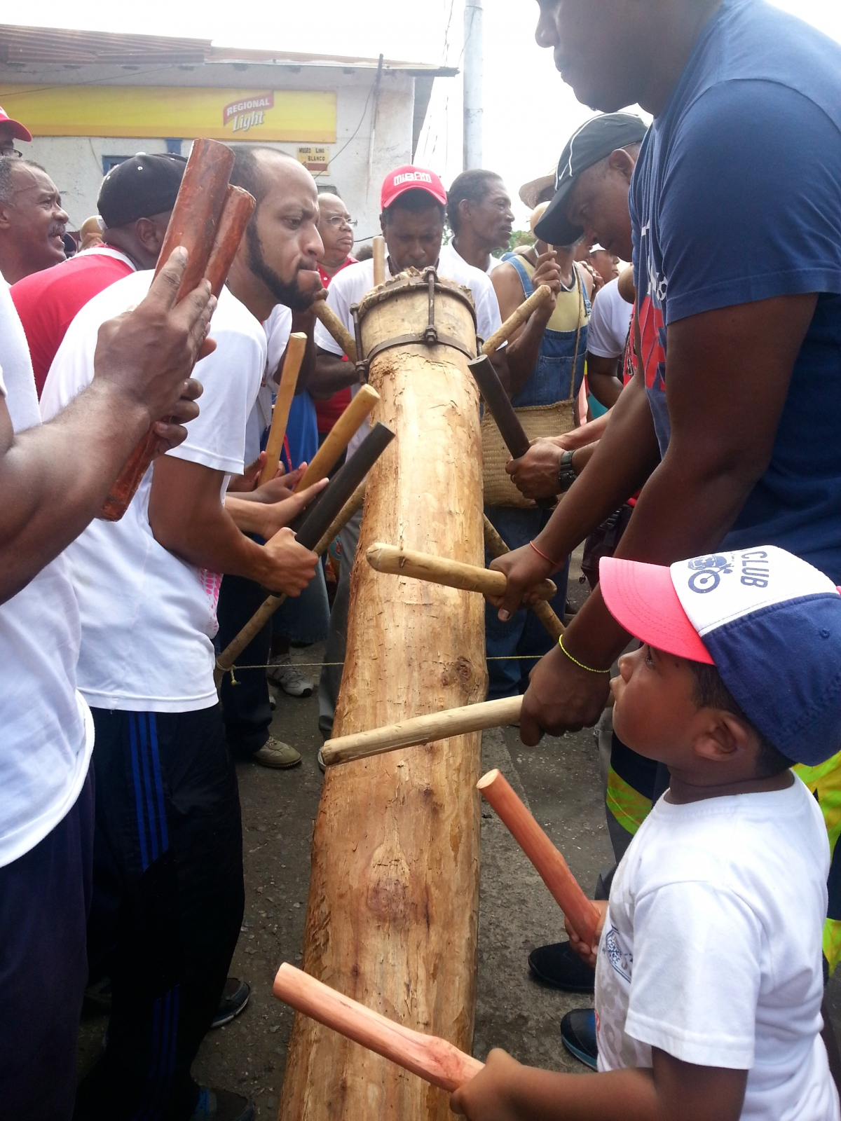 On the corner of the main square opposite of Curiepe's Cultural House, drummers play El Mina and Culo é paya which are characteristic of this celebration (Jeanette Charles/Venezuela Analysis).