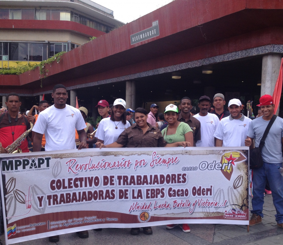 Cacao workers from the socialist productive enterprise Cacao Oderi. (Lucas Koerner/Venezuelanalysis)