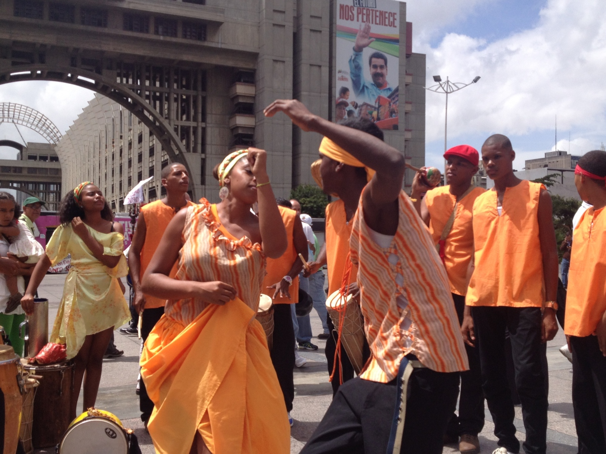 Eli Machado Blanco (19) dances the mina, a traditional Afro-Venezuelan dance from Curiepe in Barlovento. (Lucas Koerner/Venezuelanalysis)